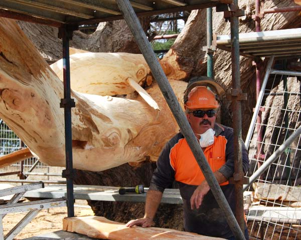Eddie Freeman, self-taught chain saw carver