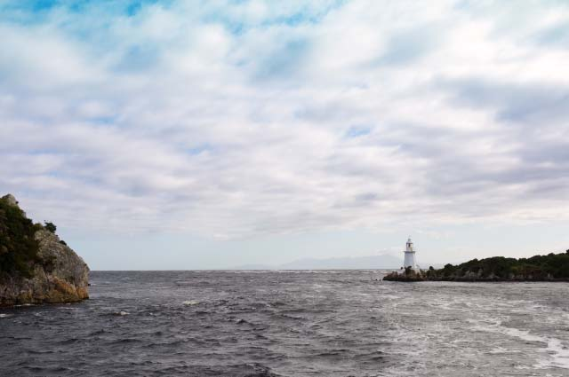 Hells Gate, the 75mtr wide entrance to Macquarie Harbour
